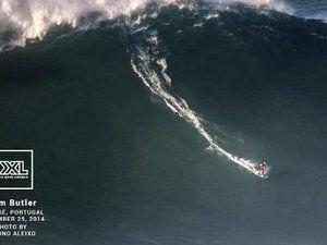 VIDEO - samedi, ils ont surfé sur les plus grosses vagues du monde au Portugal