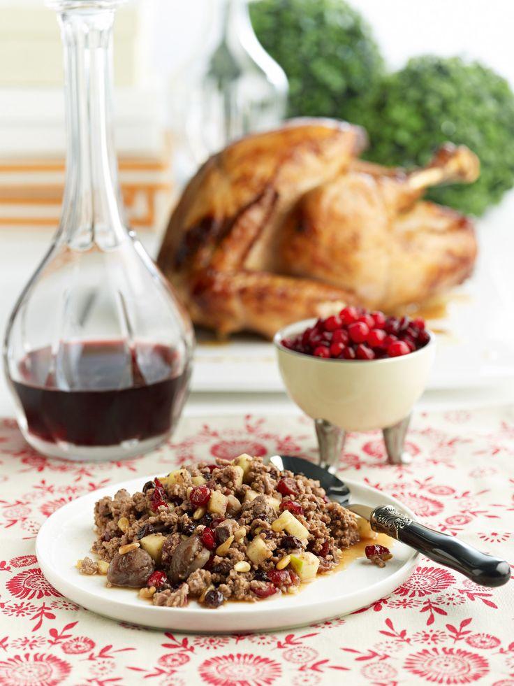 Γαλοπούλα γεμιστή με κιμά, κάστανα σταφίδες κουκουνάρια και cranberries
