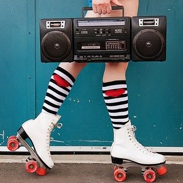 rollerskate- Senior pic idea for Jazzlyn! Just need the boom box....
