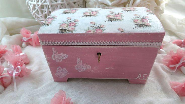 Vintage box - Vintage μπαουλακι με decoupage και παλαιωση chalky για μαρτυρικα