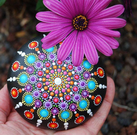 Mandala pintado a mano piedra / el gran Mandala / por Mandalaole