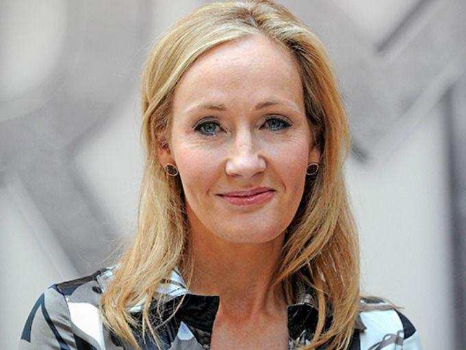 """La autora inglesa ha comparado a Donald Trump con Voldemort y lo ha llamado un """"gran huevo naranja de Twitter"""". J.K. Rowling no se ha quedado callada sobre las elecciones de Estados Unidos y lo que sus resultados han traído a la vida real: crímenes de odio, racismo y xenofobia."""
