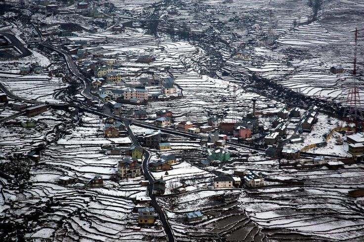 Aerial view of snow-covered Bhadarwah valley, India.  http://earth66.com/aerial/aerial-view-snow-covered-bhadarwah-valley-india/