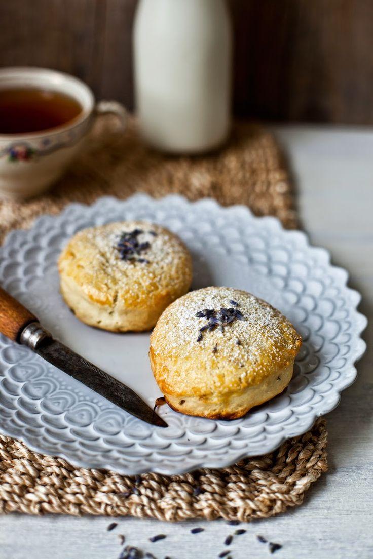 Petit Déjeuner en Douceur // Scones à la Lavande & Lait d'Amande // #recette @ Emilie Murmure
