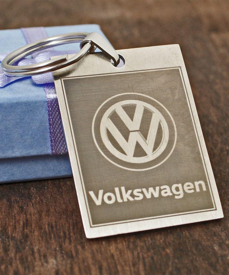 Avaimenperä suosikki autosi logolla. + Oma kaiverrusteksti kääntöpuolelle. Tilaa verkkokaupasta!