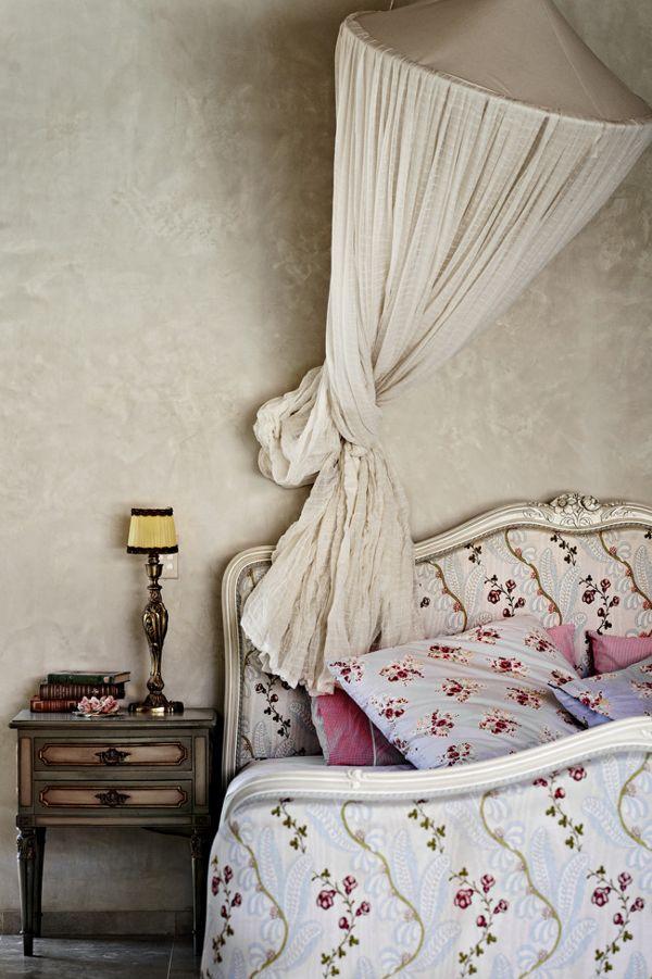 Bohemian bedroom - By Sharyn Cairnes