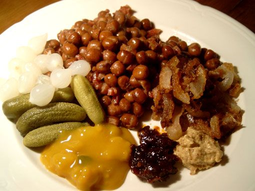 """Kapucijners or capucijner peas are the main ingredients for """"kapiteinsmaal"""", the Captain's Dinner. Apparently this was what the captains of the big merchant ships, sailing to the east for spices, had for dinner. Every item of this dinner travels well and is almost unperishable: dried beans, onions, smoked and dried meats, and pickles. All together it makes a very satisfying winter dinner!"""