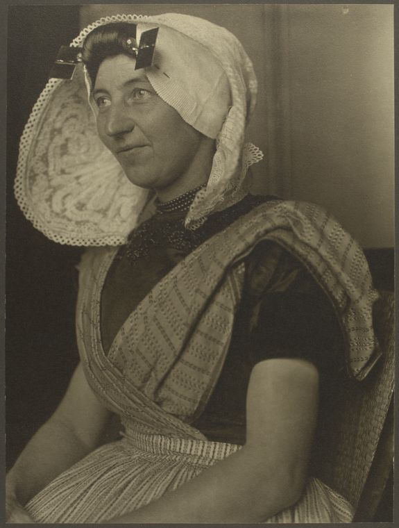 Augustus Sherman photographs, ca. 1905-1914 - Identified as 'Protestant woman from #Zuid-#Beveland, province of #Zeeland