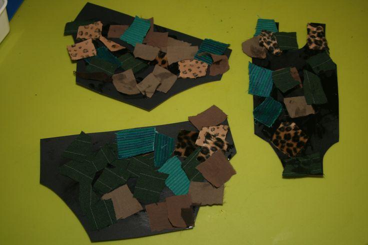 Zwemkleding van karton beplakken met stukjes stof.