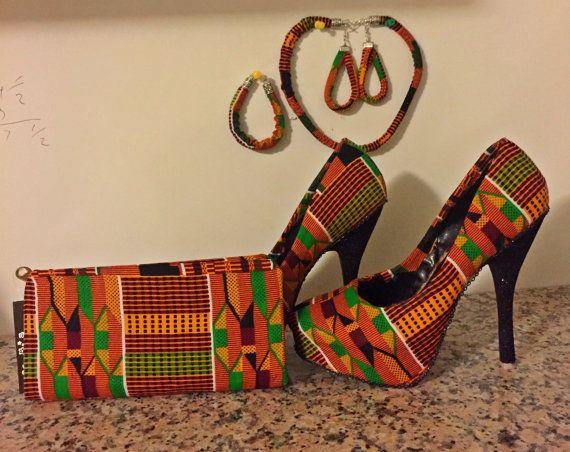 Se trata de un conjunto de hermosas joyas de impresión africana hecha a mano y zapatos que se pueden producir con cualquier tamaño hay más tela de mensaje me