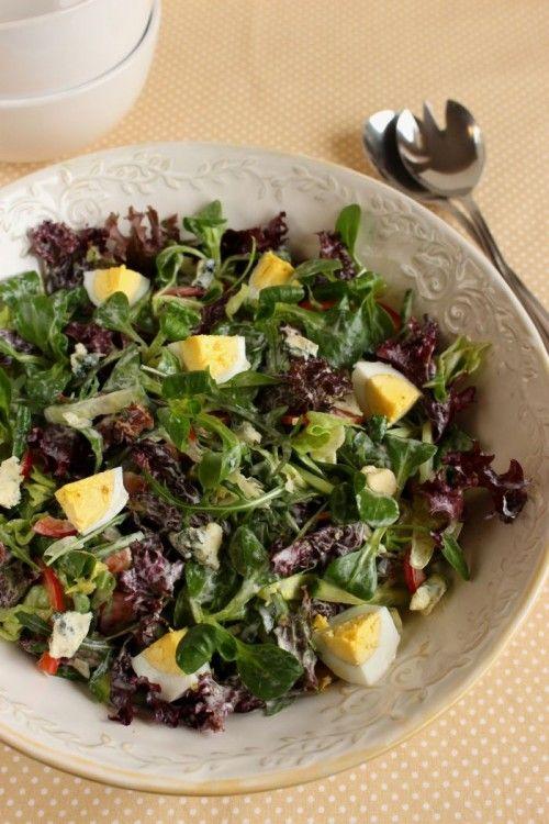 Joghurtos-fetakrémes saláta