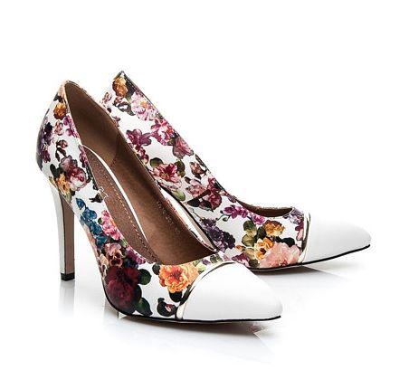 Sposób na bolące stopy w szpilkach, porady, szpilki, buty na obcasie, szpilki na wiosnę, w kwiaty
