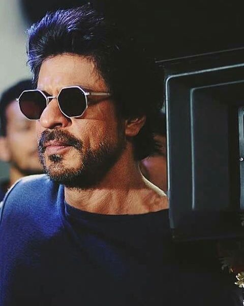 """""""I would tell not only my children but every child out there, that if u don't study well u won't bcome a good actor."""" #SRK #In2016SRKTaughtUs"""