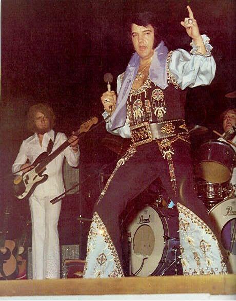 Leaving Kiel Auditorium in St . Louis --> March 22 , 1976