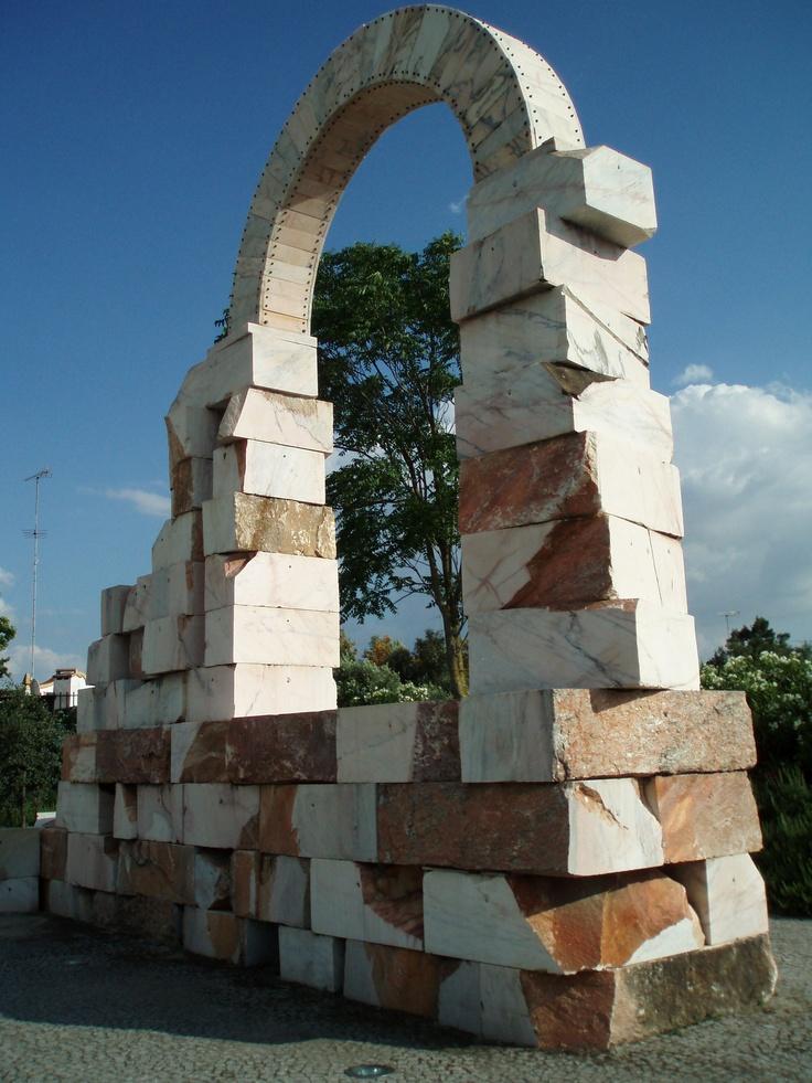 Escultura em mármore de João Cutileiro - Évora.
