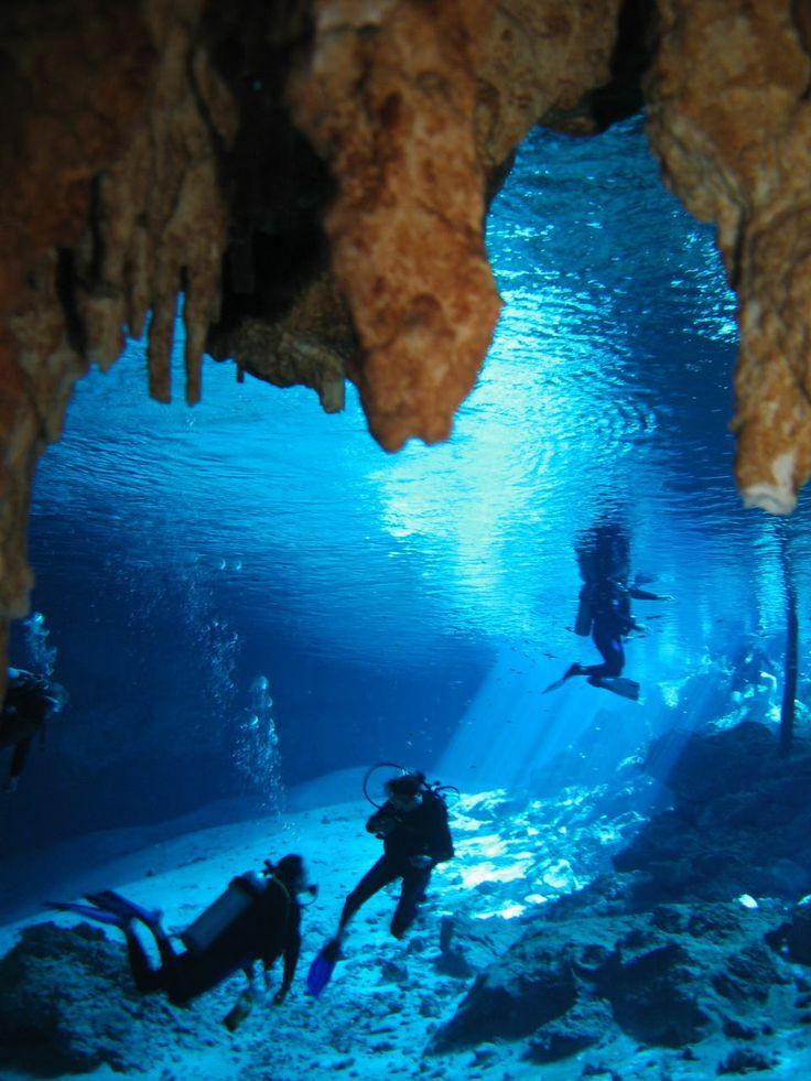 ¡Cavernas y cenotes con paisajes maravillosos escondido por celestes aguas se encuentra en la bella Península de Yucatán!