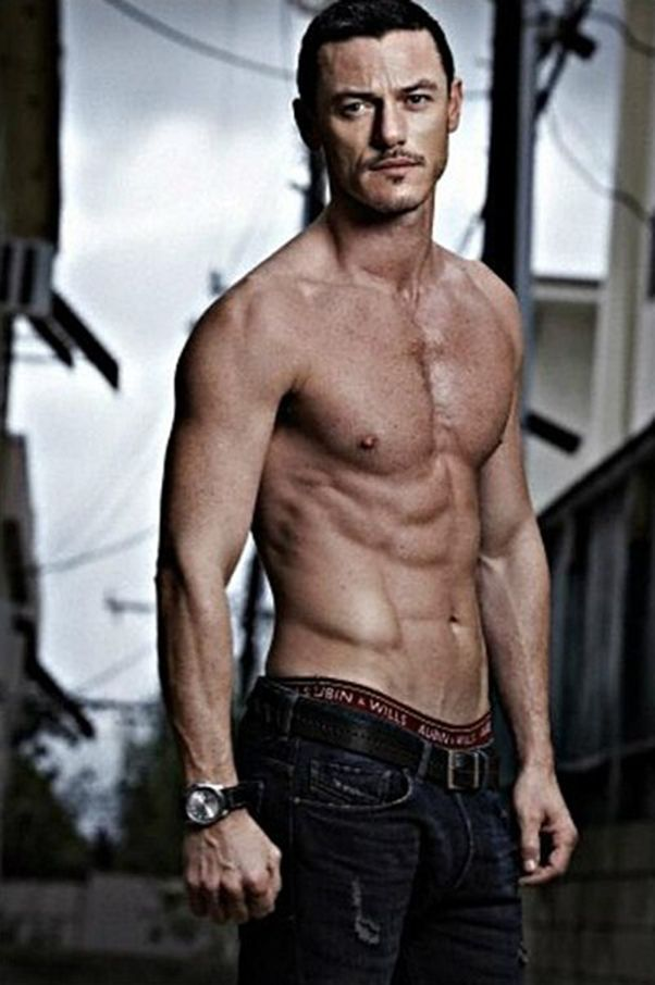 Luke Evans is the new Eric Draven in The Crow remake? Yes please! Hot hot hot!
