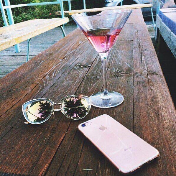 """18 kedvelés, 1 hozzászólás – Garázs Kávézó - café & bar (@garazskavezo) Instagram-hozzászólása: """"#pink #drink #drinks #pinkdrink #cocktail #cocktails #koktél #koktélok #bar #bár #bartender #garázs…"""""""