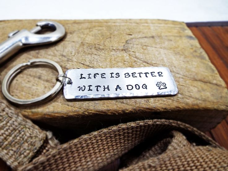 Life Is Better With A Dog Keychain - Personalized Hammered Edge Aluminum keychain with dog paw -  Special Gift for dog lovers by Aluminiopassions on Etsy