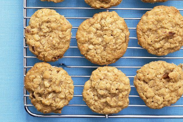 Biscuits à l'avoine, à la cannelle et aux dattes