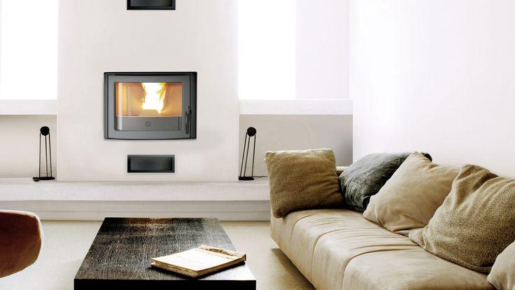 Avec son style traditionnel, l'#insert à #granulés INSERT 49 transforme votre pièce à vivre en lieu de détente hors du temps.