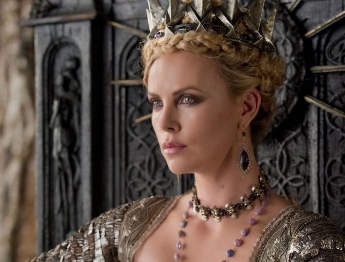 Vilãs Rainha Má, Malévola e Cruela inspiram novos itens de maquiagem: http://oesta.do/10RQ27U
