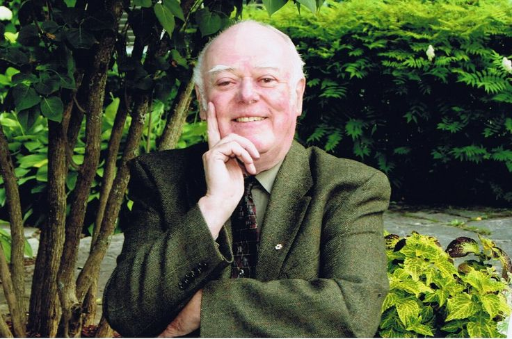 Legendary author and revered professor Alistair MacLeod, whose many awards include the International IMPAC Dublin Literary Award for his beloved 1999 novel No Great Mischief, served on Giller Prize juries in 2000, 2004 and 2009. Learn more about him here: http://www.thecanadianencyclopedia.com/en/article/alistair-macleod/