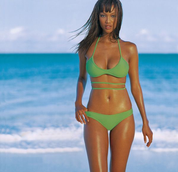 Tyra Banks By Russell James In The Sports Illustrated Swimsuit Edition 1997 Sports Illustrated Swimsuit Issue Sports Illustrated Swimsuit Swimsuit Issue