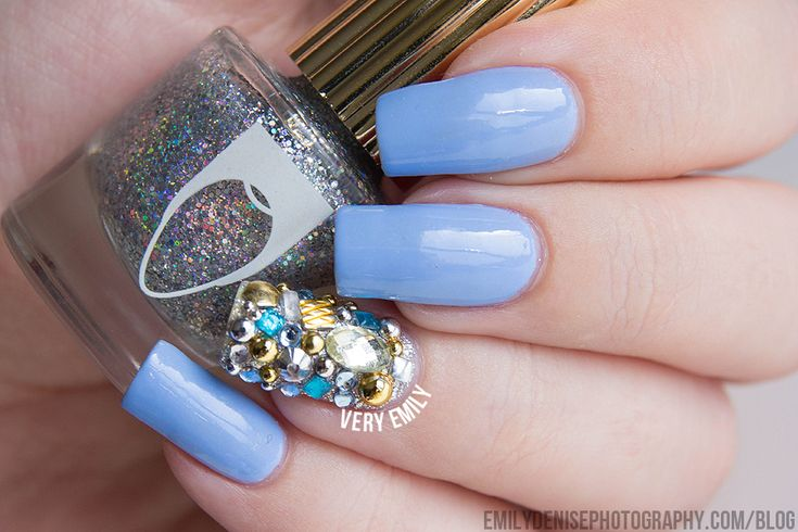 Very Emily - Periwinkle nail art.