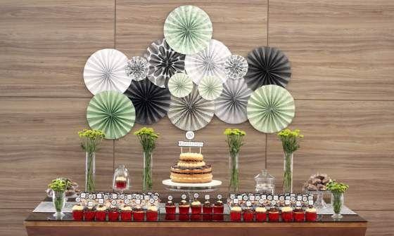 party decor, decoraçao de festas, 50 anos, 50th birthday, festa de adulto, masculine decor, decoraçao masculina, leques de papel, paper garland, backdrop, dessert table, mesa de doces.
