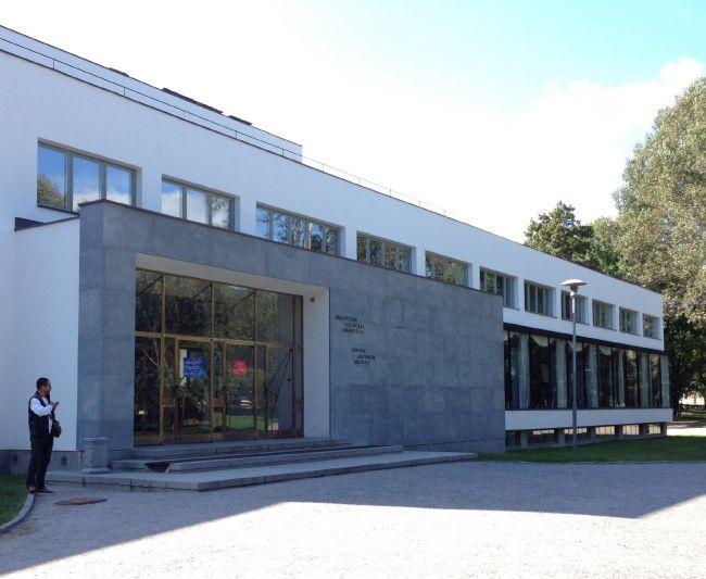 Библиотека Аалто в Выборге. Главный вход. Фотография © «ДНК аг»