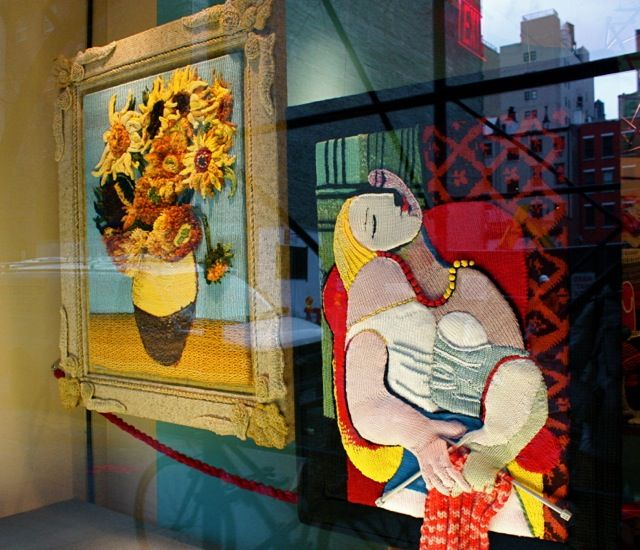 Delightful window displays with yarn, Lion Brand store, New York City.  So creative..... IMG_4038.jpg 640×550 pixels