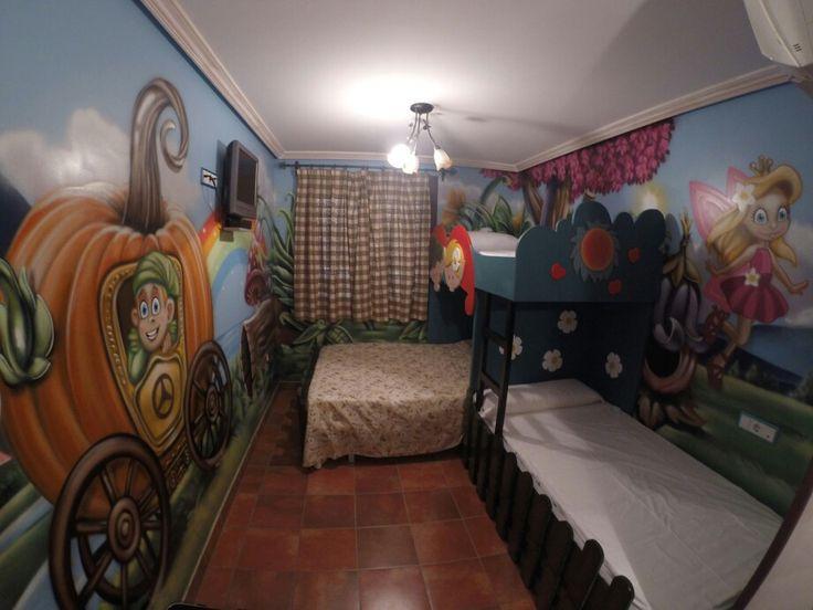Alojamiento tematico,a 5 min del parque warner,habitacion tematica de hadas mas informacion en: volantehostal@gmail.com