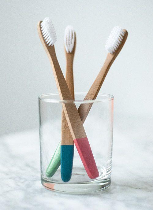 plasti-dip: Rubber Dips, Design Sponge, Diy Gifts, Dips Toothbrush, Tooth Brushes, Rubber Tips Toothbrush, Wooden Toothbrush, Diy Projects, Rubber Toothbrush
