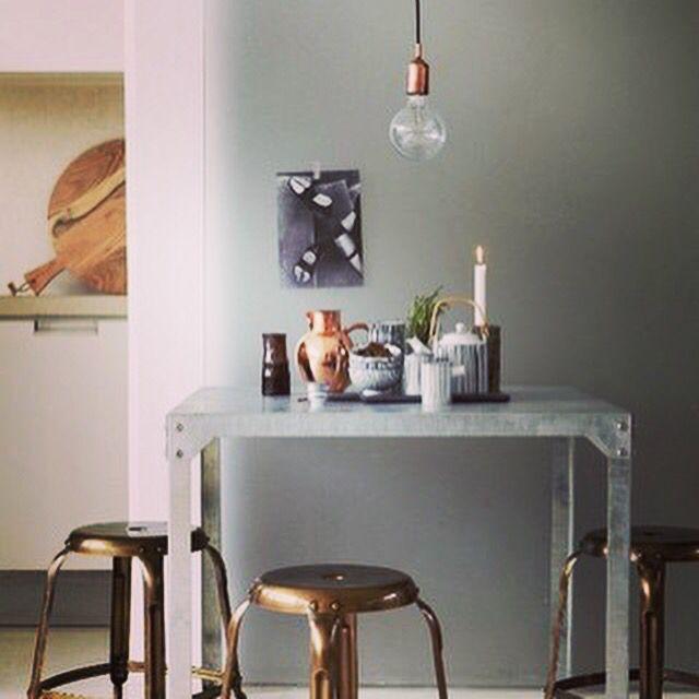 Doplnky a ozdoby v medenej alebo bronzovej farbe sa začali opäť dostávať do povedomia v roku… instagram.com/p/BJVBvb1AKjI/