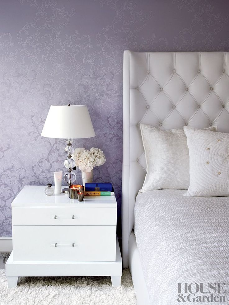 Contemporary Bedroom By Gwyneth Paltrow And Chris Martin) The Master Bedroom  Of Gwyneth Paltrowu0027s Hamptons Home Features A Patterned Gray Wallpaper.