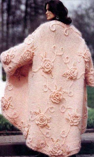 Розовое пальто из мохера с розами