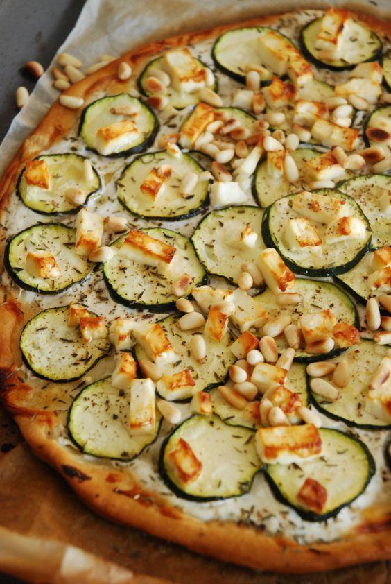 pizza courgette feta pignon - The Mona Project