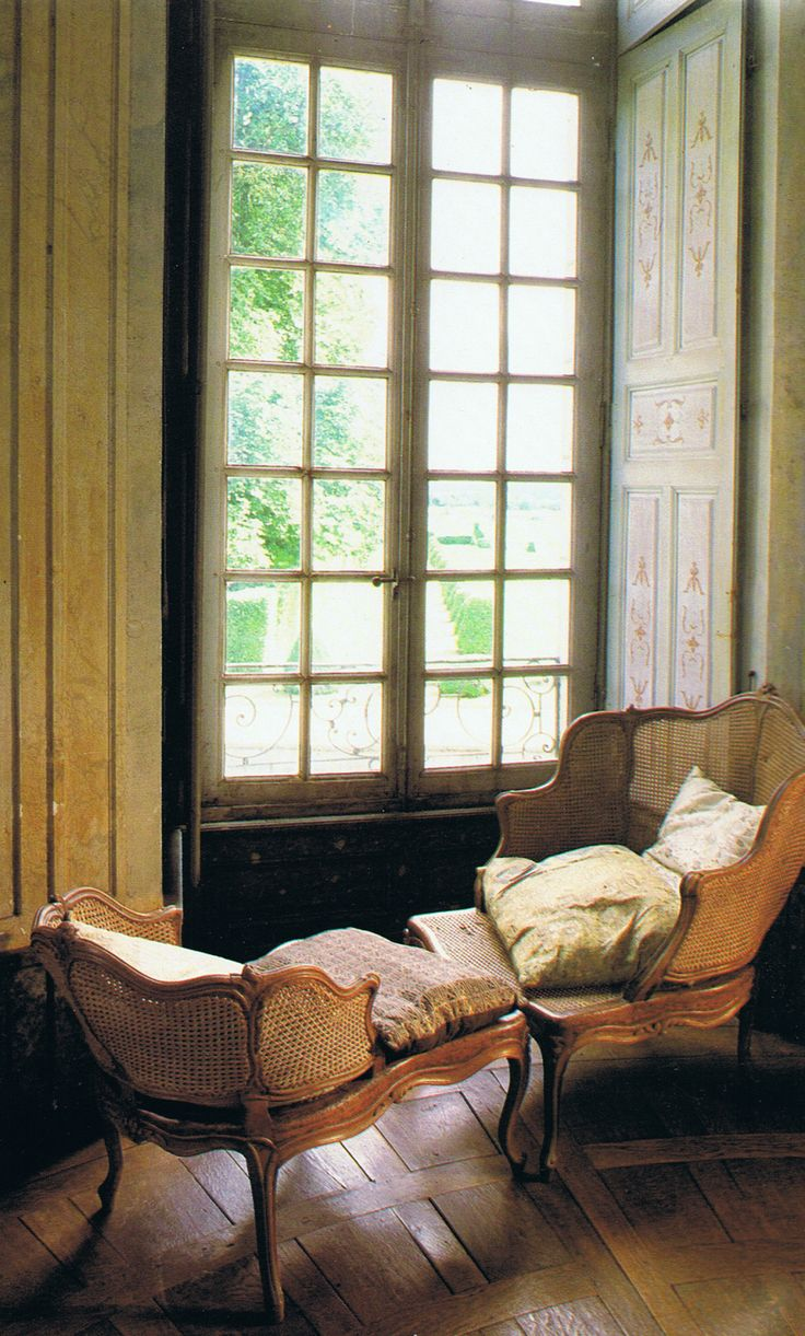 A  Duchesse Brisee tucked into a window recess… | The French Chateau de Nicolay-Mazery
