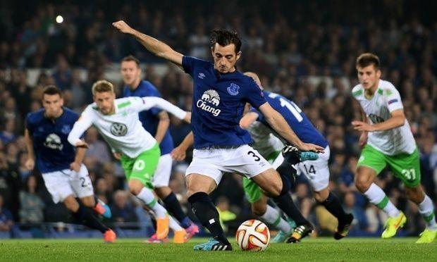 Błąd sędziego w Lidze Europy • Faul Robina Knoche przed polem karnym • Everton vs VFL Wolfsburg • Błędny rzut karny dla Evertonu >>