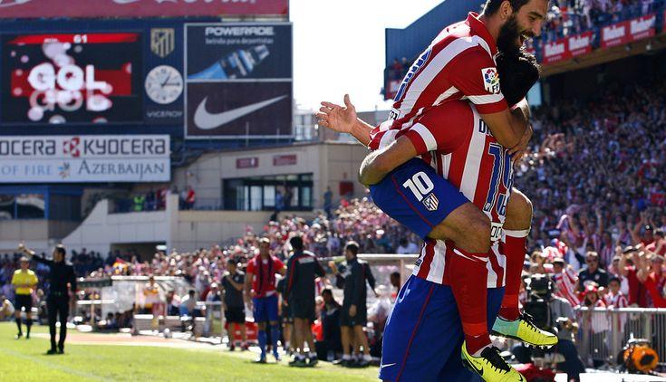 Arda celebró así con Diego Costa uno de los dos goles del brasileño frente al Celta en el Calderón.