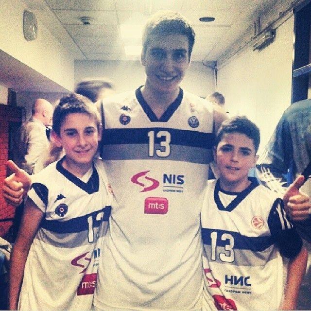 Bogdan Bogdanović with two little fans after match (KK Partizan - Cedevita 77-68 - 31.03.2014)