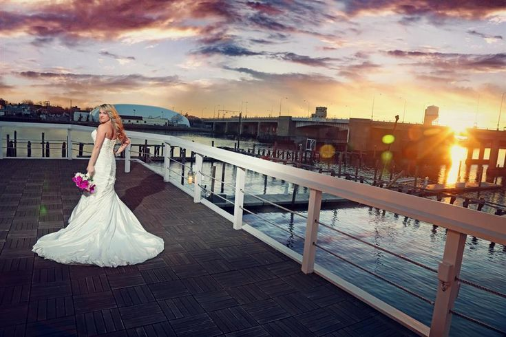 Bridgeview Yacht Club is located on Barnum Island Wharf in Nassau County and offers easy access by car, boat or train. It's one of Long Island's most popular venues for Bar Mitzvahs, special events and wedding receptions.