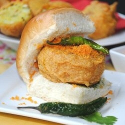Often referred to as the Indian burger this is a very famous street food from Mumbai.: Vada Pav The, Street Food, Chutney, Pav The Indian, Burgers, Indian Food, Vadapav