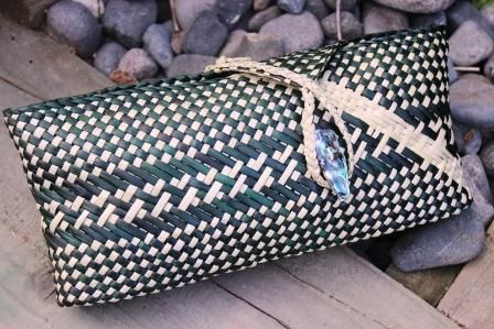 SK026 - Clutch Purse Kete - Black/Natural - MAORI > Maori gifts, Maori Clothing & Maori Jewellery online @ ITI GIFTS