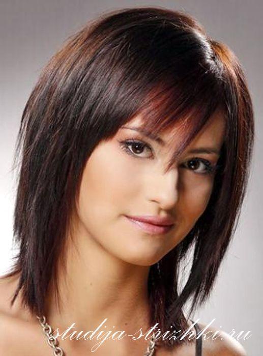 Женская стрижка Каскад на средние волосы с челкой