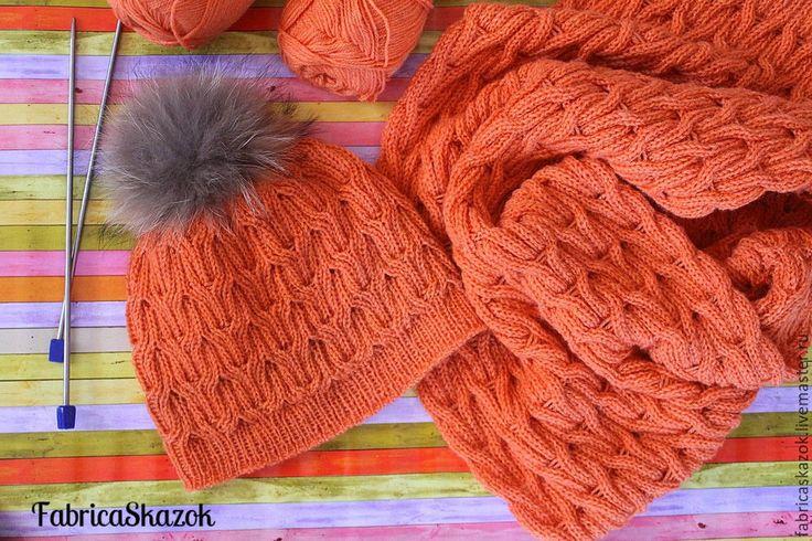 Купить Оранжевые шапка и шарф-снуд, комплект теплых вязаных аксессуаров…