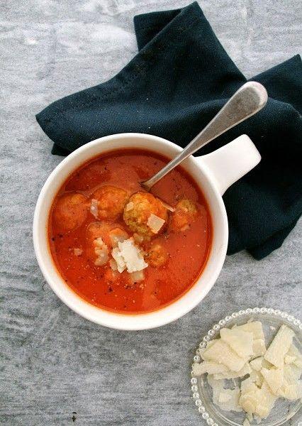 Tomatsuppe med pasta og kyllingkjøttboller