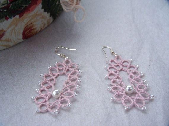 Boucles d'oreille dentelle rose et perle - frivolité - poudré - argent bijou bijoux romantique demoiselle d'honneur