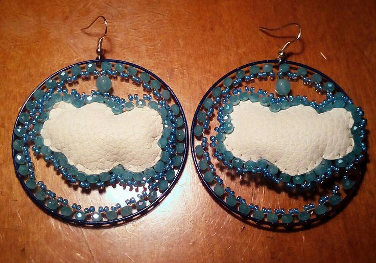 Orecchini nuvole ecopelle con cristalli e perline azzurri